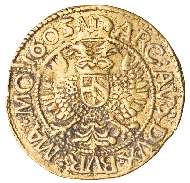 złota moneta z herbem