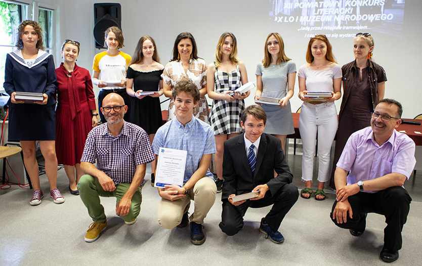 grupowe zdjęcie laureatów konkursu