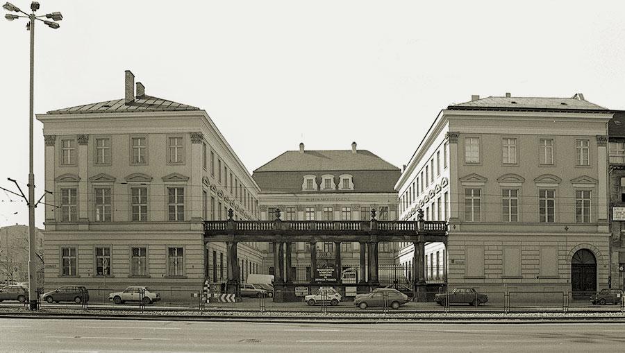 dawna siedziba Muzeum Etnograficznego w Zamku Królewskim przy ul. Kazimierza Wielkiego