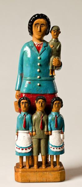 wyrzeźbiona kobieta z czworgiem dzieci