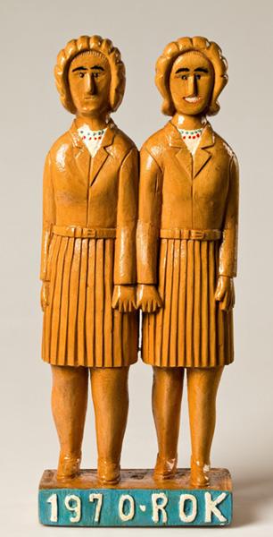 dwie dziewczyny w spódniczkach mini