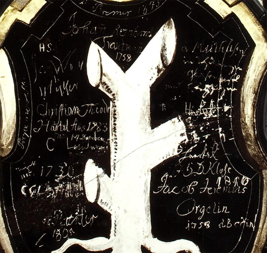Tarcze herbowe zwydrapanymi napisami, fragment witraży herbowych: Jemminy Reichel iStenzela Rohna, Wrocław 1586