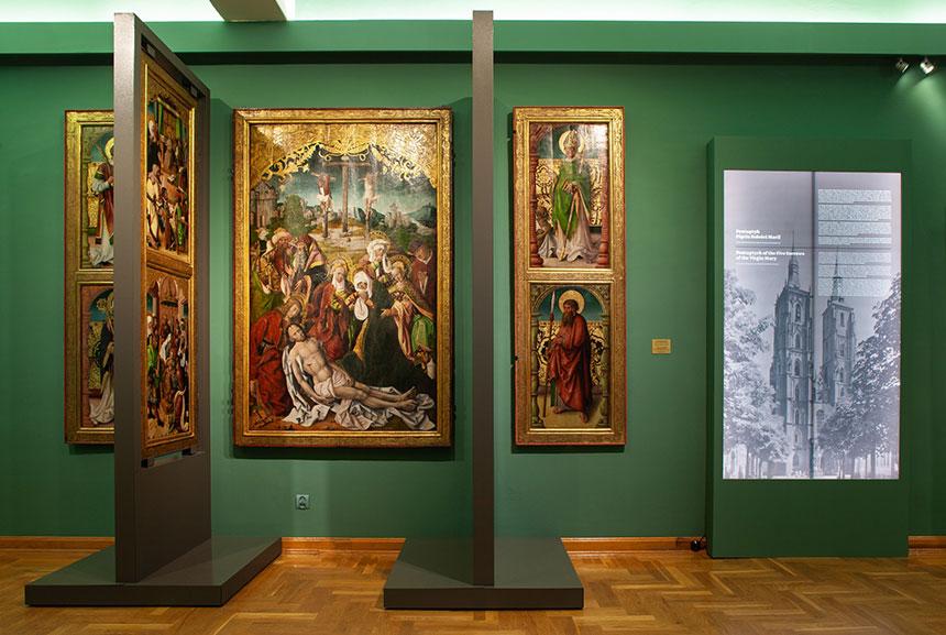 nowoscalony ołtarz nawystawie sztuki średniowiecznej