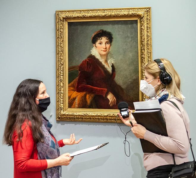 rozmowa przy portrecie damy