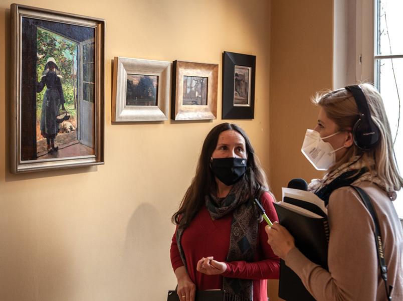 rozmowa przy obrazie przedstawiającym Bretonkę