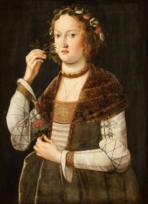 Kobieta wącha kwiatek