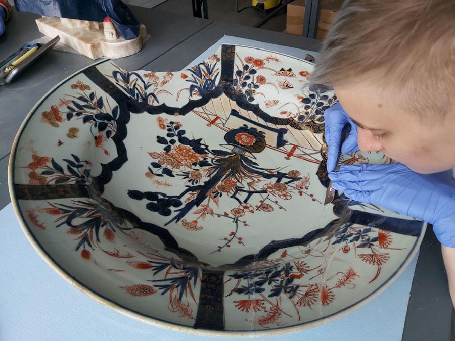 Renowacja japońskiej porcelanowej misy