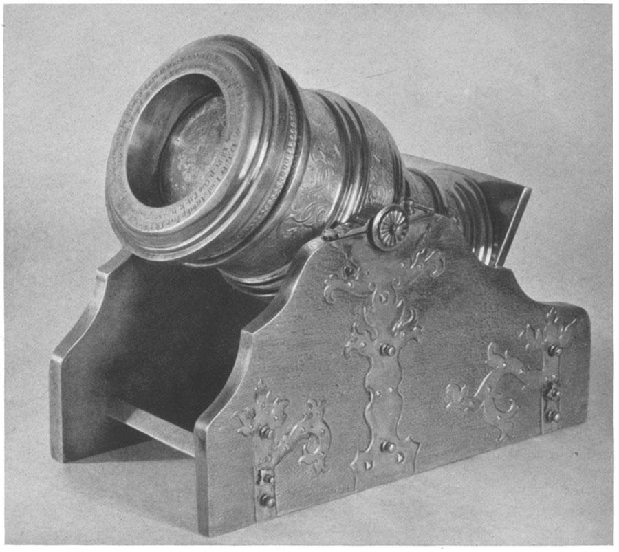 puchar wkształcie malej armatki/moździerza