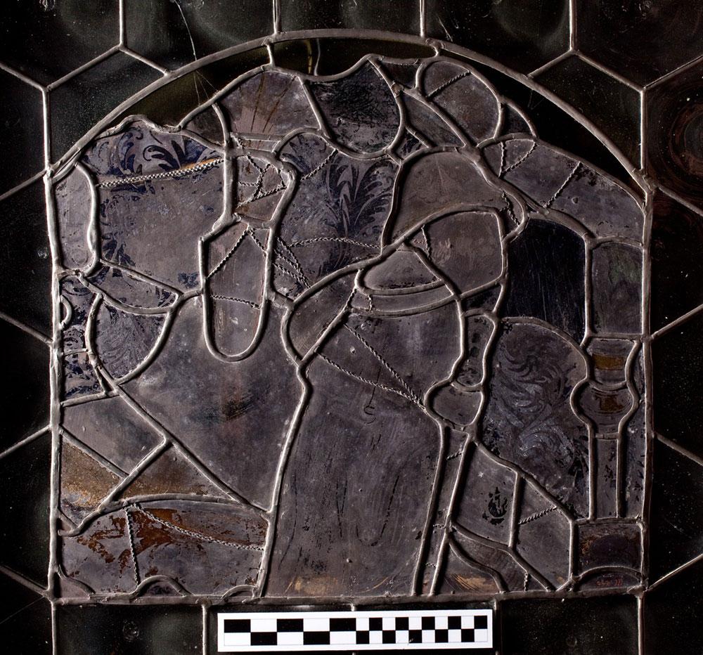 Fragment witraża zprzedstawieniem pielgrzyma